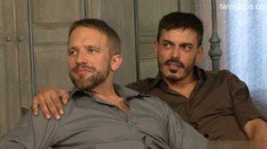 Dos tíos de barbas bien cuidadas se lo montan