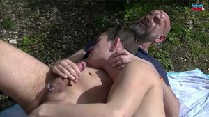 Today we find Hard Master and Brandon Boy for a bareback shot in the garden. I've been spying on the two guys for a while and I can see they are turning around.