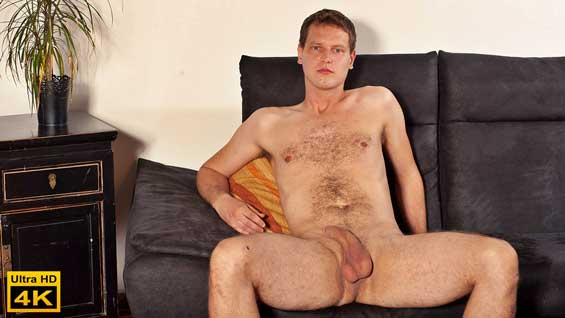 Valter Zakary is aged 32 and he lives in Brno. He is a salesman who enjoys sports, basketball and volleyball. He looks nice and relaxed as he sits on the sofa and does his interview.